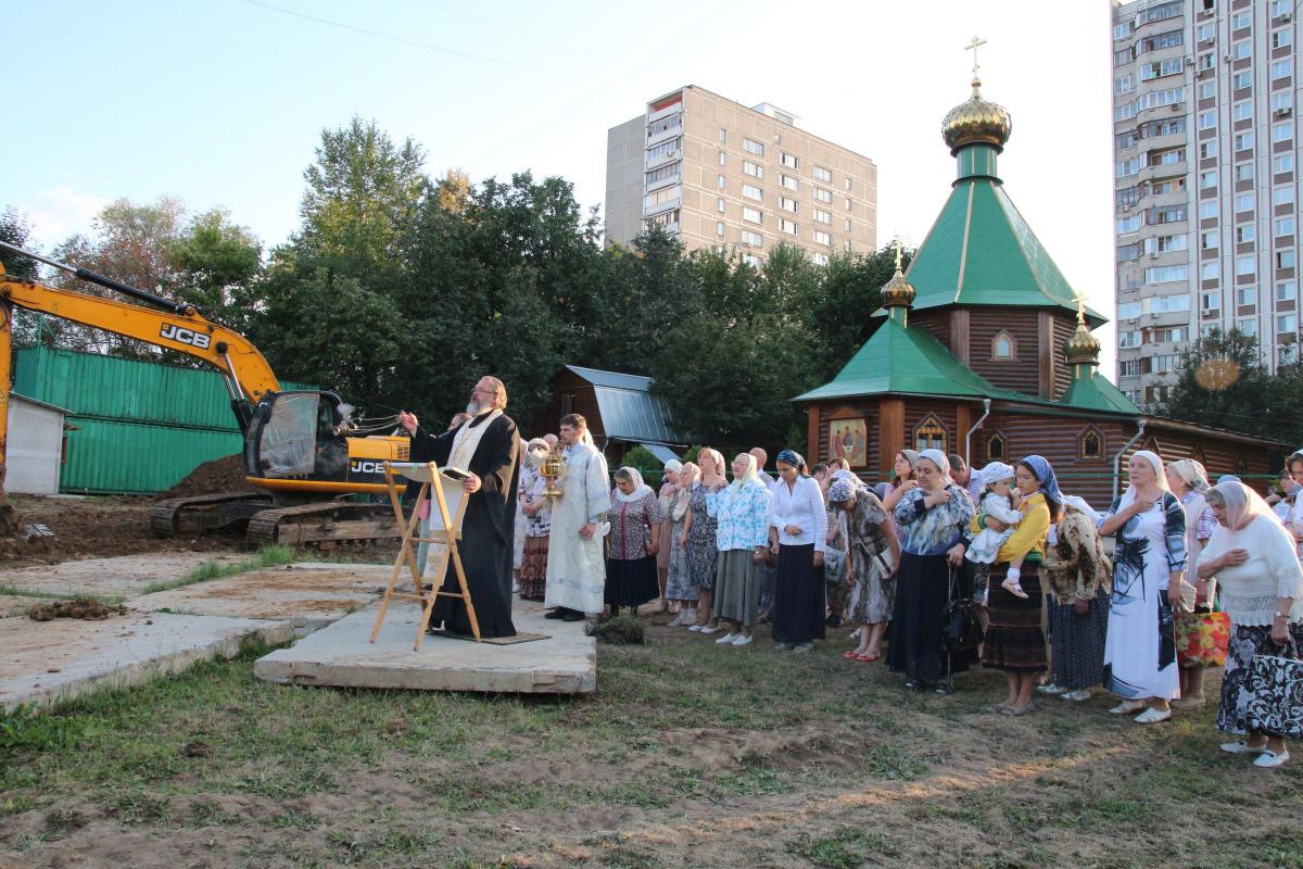 http://troitza-chertanovo.ru/images/fotogallery/2014/stroitelstvo_prodolzhaetsya_13.09.2014/01.jpg