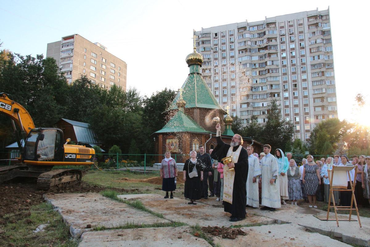 http://troitza-chertanovo.ru/images/fotogallery/2014/stroitelstvo_prodolzhaetsya_13.09.2014/03.jpg