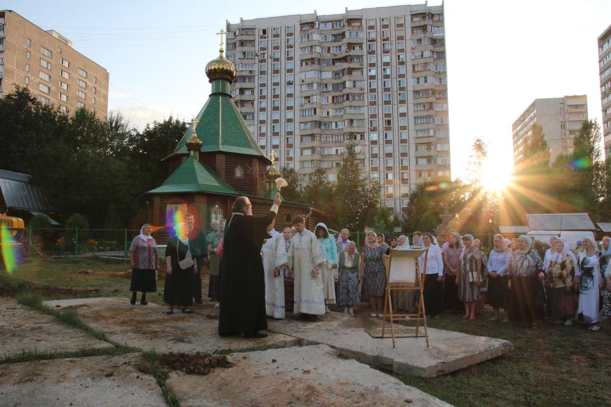 http://troitza-chertanovo.ru/images/fotogallery/2014/stroitelstvo_prodolzhaetsya_13.09.2014/04.jpg