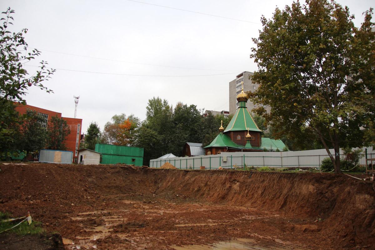 http://troitza-chertanovo.ru/images/fotogallery/2014/stroitelstvo_prodolzhaetsya_13.09.2014/09.jpg