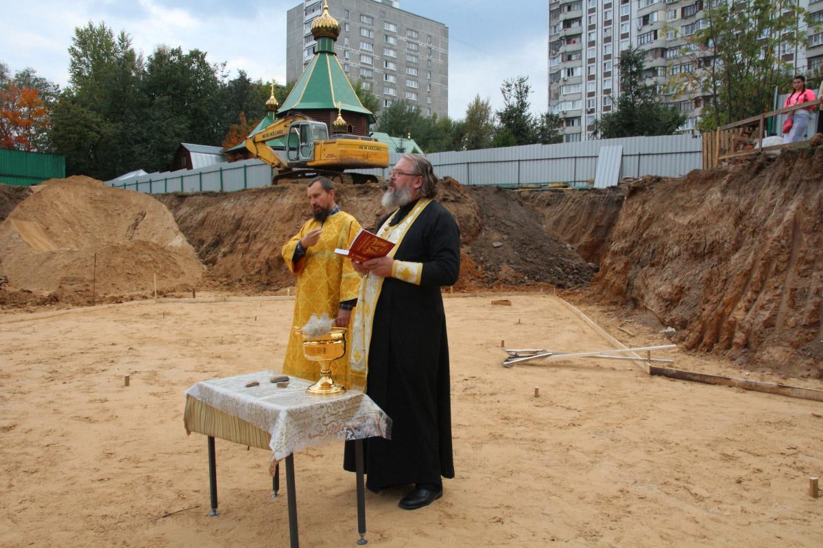 http://troitza-chertanovo.ru/images/fotogallery/2014/stroitelstvo_prodolzhaetsya_13.09.2014/10.jpg