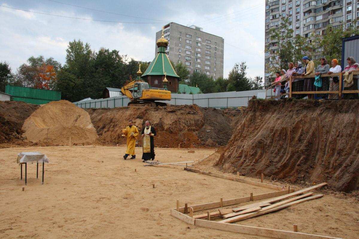 http://troitza-chertanovo.ru/images/fotogallery/2014/stroitelstvo_prodolzhaetsya_13.09.2014/13.jpg