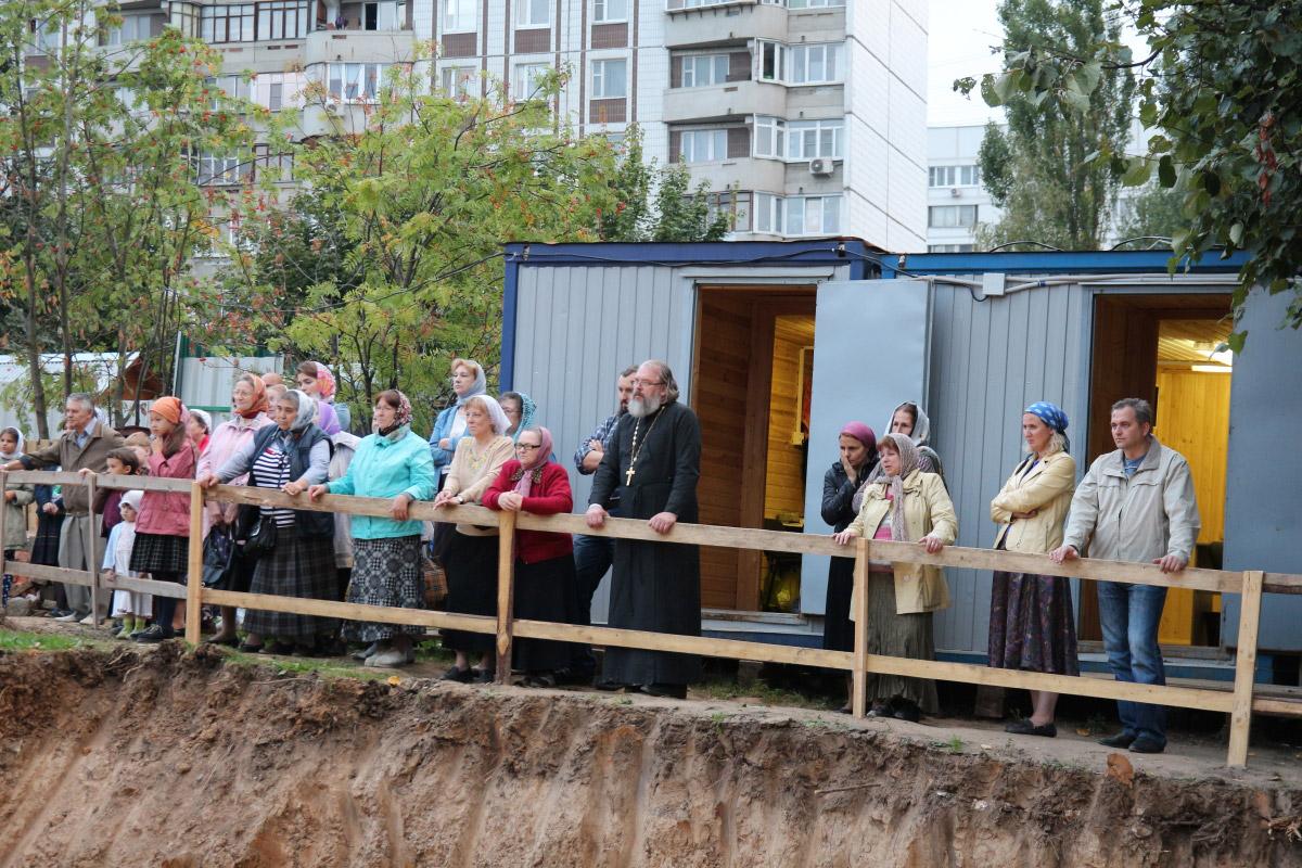 http://troitza-chertanovo.ru/images/fotogallery/2014/stroitelstvo_prodolzhaetsya_13.09.2014/18.jpg