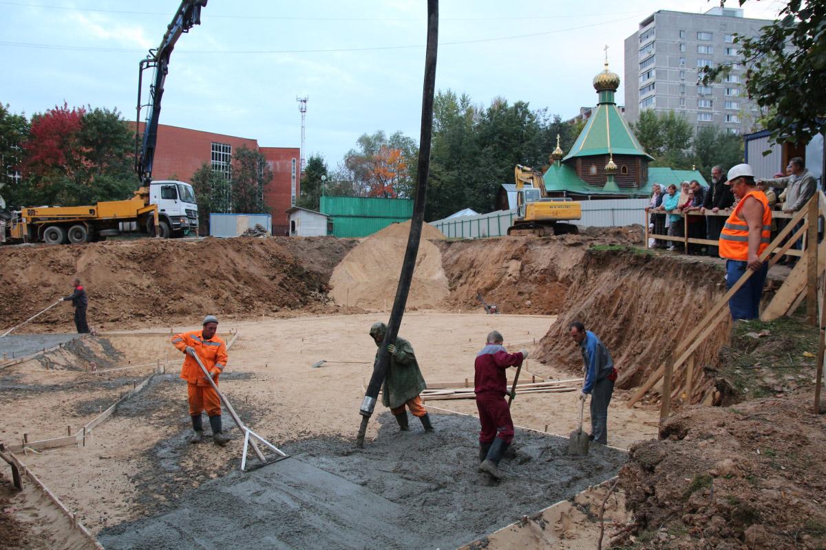http://troitza-chertanovo.ru/images/fotogallery/2014/stroitelstvo_prodolzhaetsya_13.09.2014/20.jpg