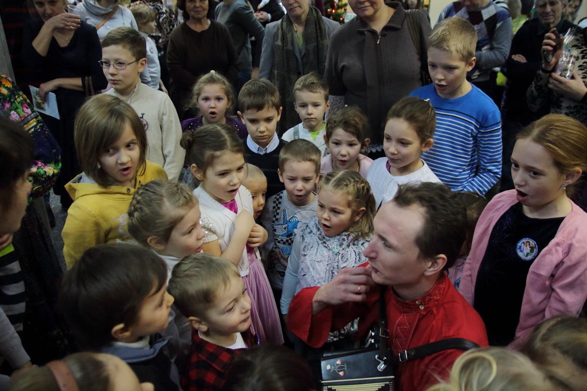 http://troitza-chertanovo.ru/images/fotogallery/2015/01/rozhdestvenskij_fetival_11.01.2015/DPP_85.JPG