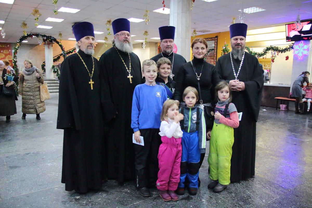 http://troitza-chertanovo.ru/images/fotogallery/2015/01/rozhdestvenskij_fetival_11.01.2015/DPP_89.JPG