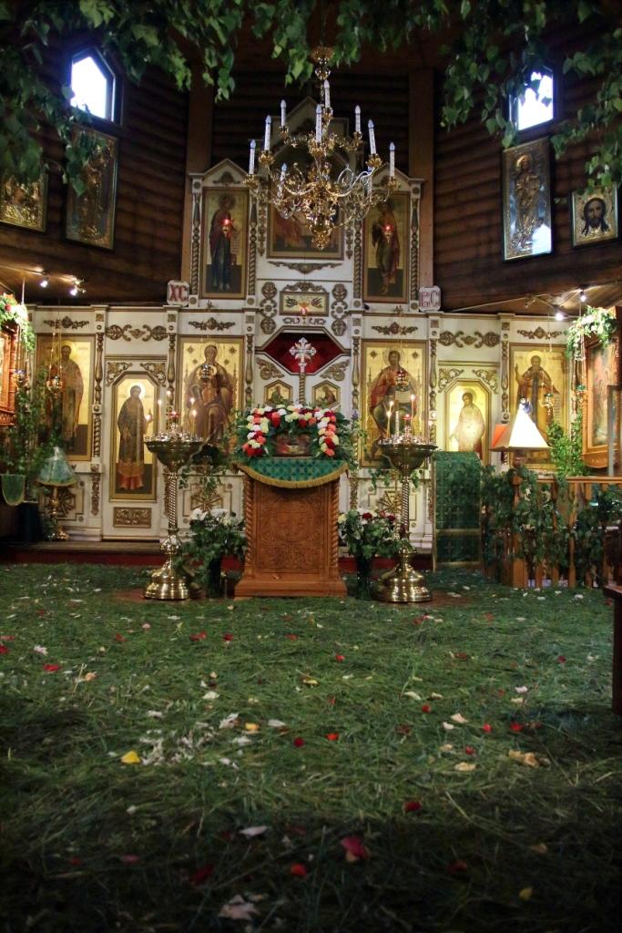 http://troitza-chertanovo.ru/images/fotogallery/den_svyatoj_troitzy_08.06.2014/01.JPG