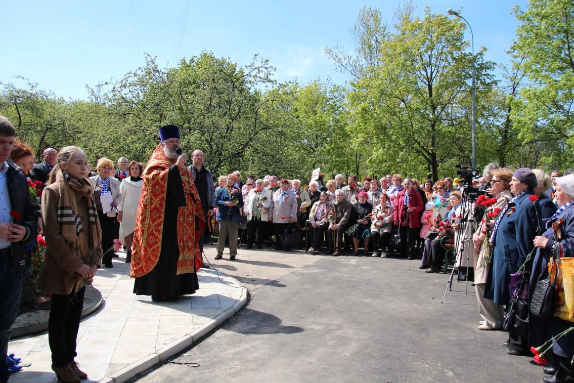 http://troitza-chertanovo.ru/images/fotogallery/otkrytie_pamyatnika_08.05.2014/13.jpg